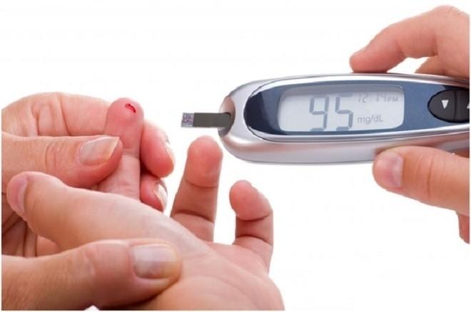 Các bác sĩ sẽ lấy mẫu máu để kiểm tra đường huyết vào lúc bụng mẹ trống rỗng