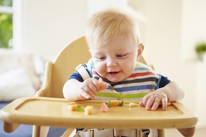 duy trì thói quen cho bé ăn nhiều loại hoa quả khác nhau