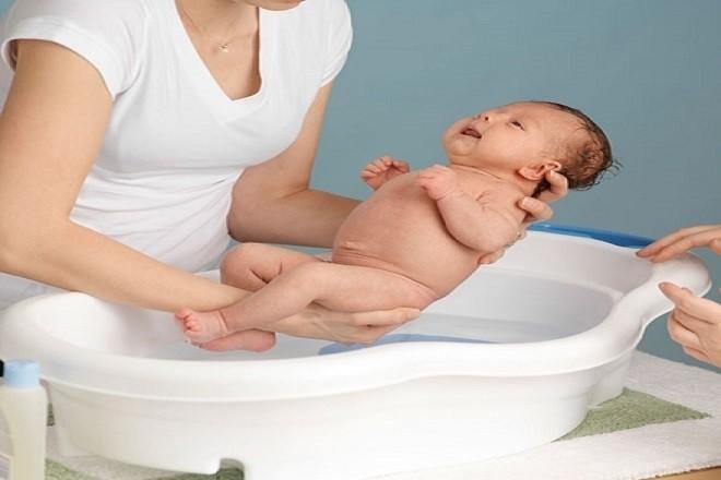 tắm cho bé sơ sinh