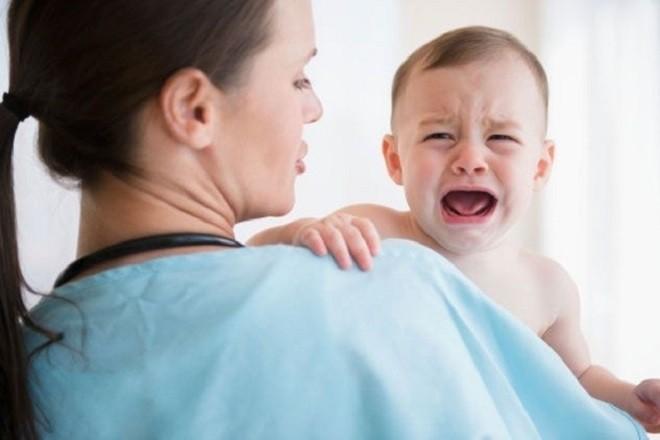 trẻ sơ sinh khóc
