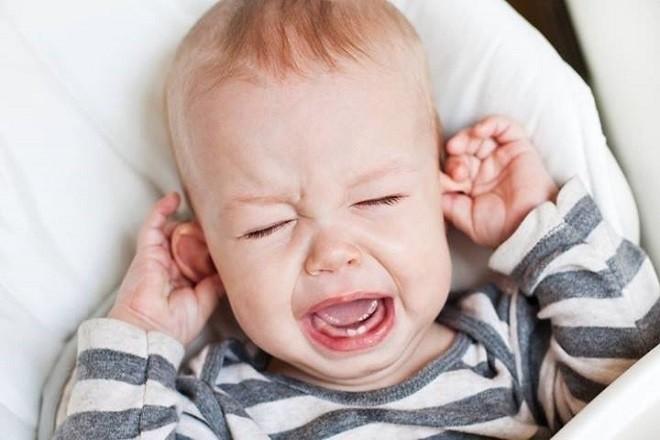 trẻ sơ sinh cảm thấy mệt mỏi sau mỗi lần đi tiểu