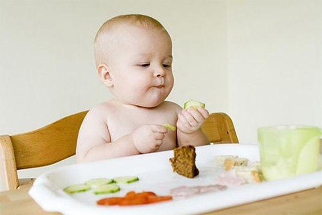 mấy tháng cho trẻ ăn dặm là hợp lý