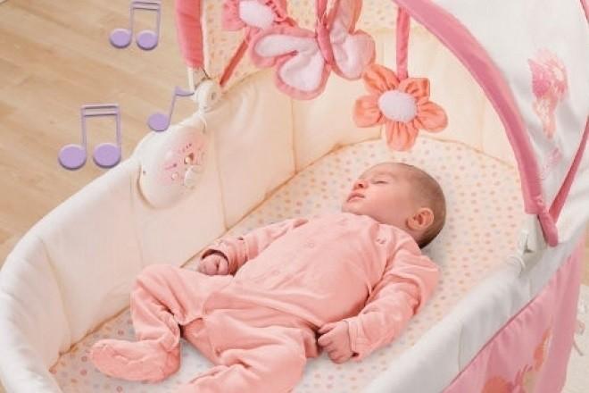 việc cho bé nằm nôi điện có thể gây hại