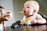 Khi nào nên cho trẻ ăn dặm và những điều mẹ cần lưu ý
