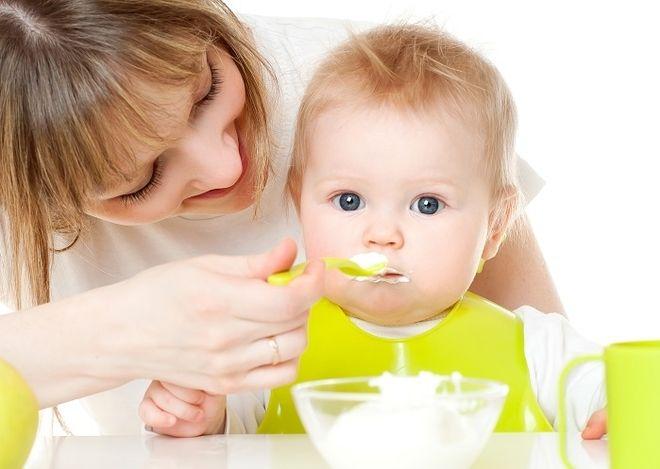 thời điểm ăn dặm hợp lý là khi trẻ được 6 tháng tuổi