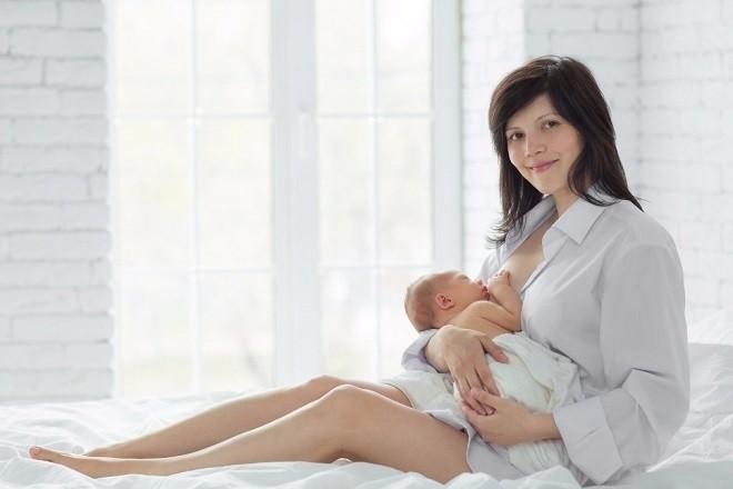 trẻ 1  2 tháng có nhu cầu sữa mẹ rất lớn