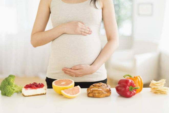 Mẹ bầu nên bổ sung trái cây để tốt cho thai nhi.