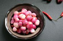Cách muối hành tím chua giòn thơm ngon cho mâm cơm ngày Tết thêm trọn vị