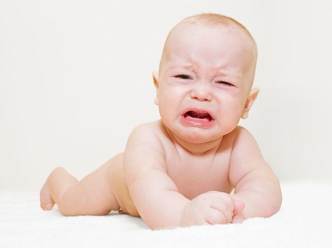 trẻ sơ sinh khóc đêm còn gọi là khóc dạ đề