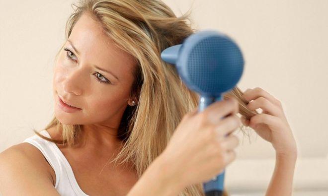 Mẹ bầu sinh mổ nên lau người, sau khi gội nên sấy tóc
