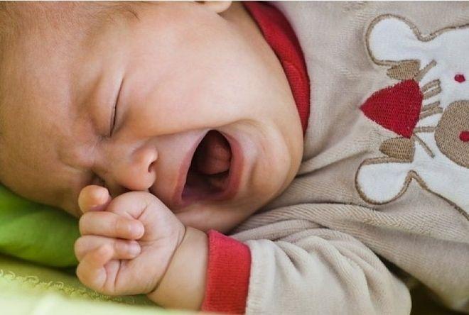 nghẹt mũi là nguyên nhân khiến trẻ sơ sinh khóc đêm