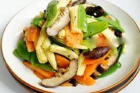 Rau xào thập cẩm - món ăn không thể thiếu trong mọi bữa cơm gia đình