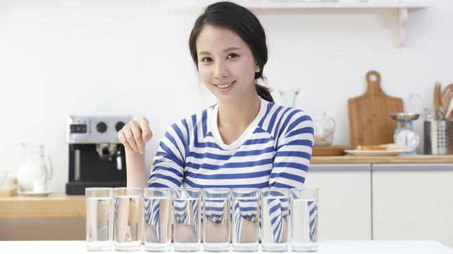 Nước rất cần thiết cho cơ thể, nhưng mọi người thường quên bổ sung thêm nước trong chế độ ăn
