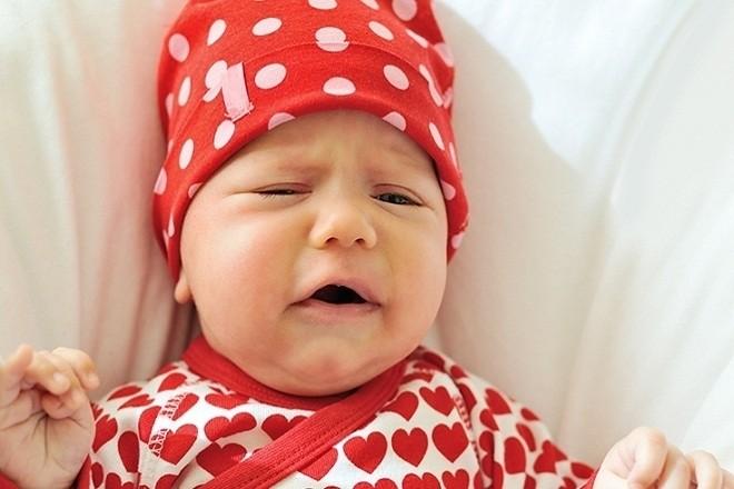 trẻ 2 tháng tuổi bị ho khó chịu