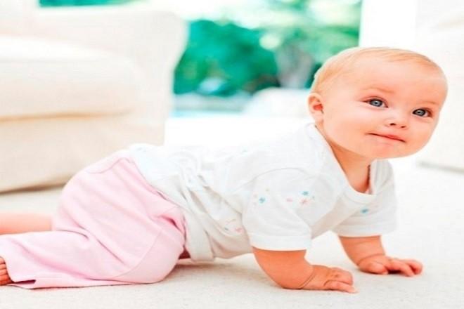 bé vận động để hỗ trợ tiêu hóa