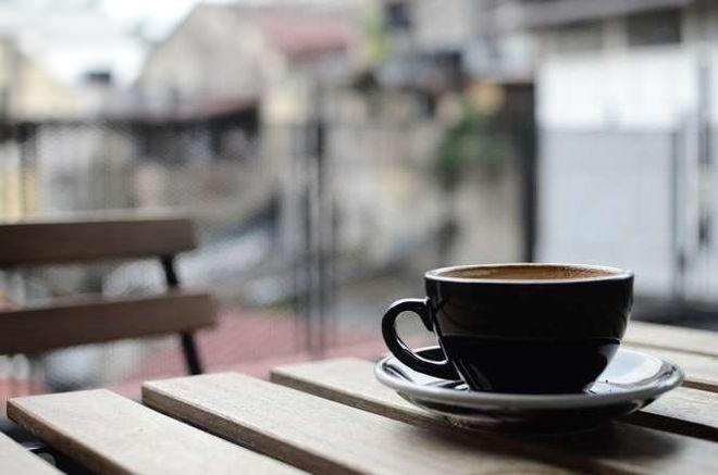 trà hoặc cà phê