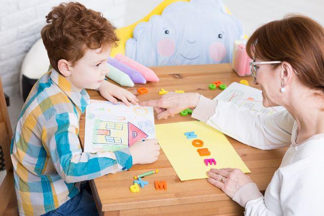 chuyên viên tâm lý trẻ em
