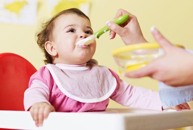 trong giai đoạn ăn dặm mà bị tiêu chảy mẹ chỉ nên cho trẻ ăn thức ăn mềm dễ tiêu hóa