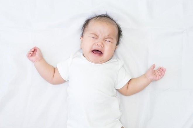 trẻ bị nấc cụt thường kèm theo quậy khóc