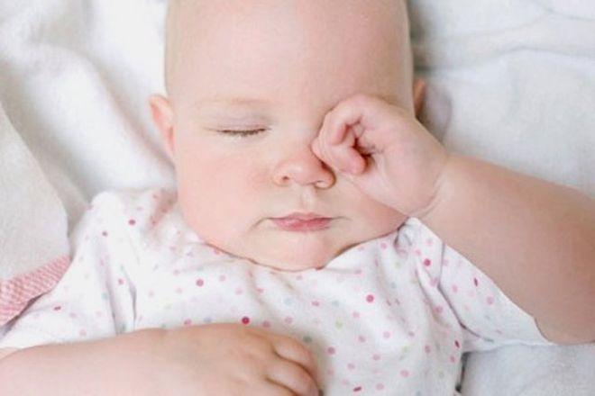 giấc ngủ có ảnh hưởng lớn đến sự phát triển trí tuệ của trẻ
