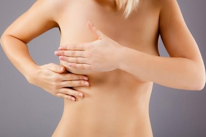 dấu hiệu đau tức ngực thường rõ ràng nhất là sau 4 tuần thụ thai.