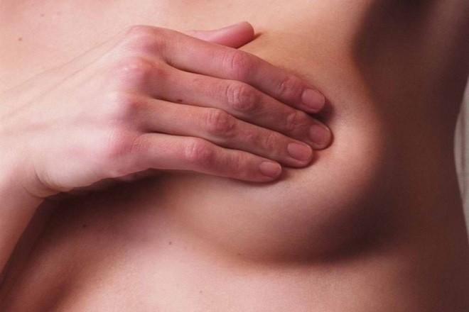 Hầu hết phụ nữ khi mang thai thường gặp triệu chứng đau tức ngực
