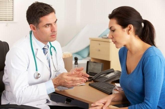 cần phải gặp bác sĩ ngay nếu đã có thai mà vẫn có máu kinh