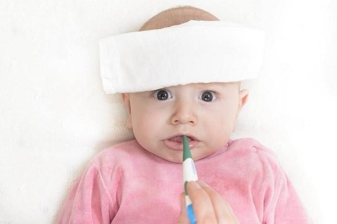 bé bị sốt có nguy hiểm không