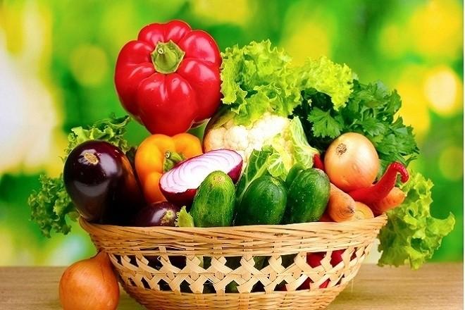 nên cho trẻ làm quen với rau củ ngay từ những bữa ăn dặm đầu tiên