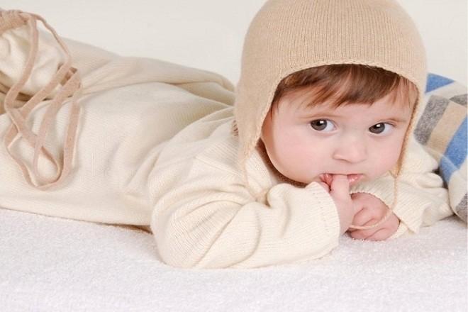 giữa ấm cho trẻ là một trong những chăm sóc trẻ sơ sinh mùa đông cực kỳ quan trọng