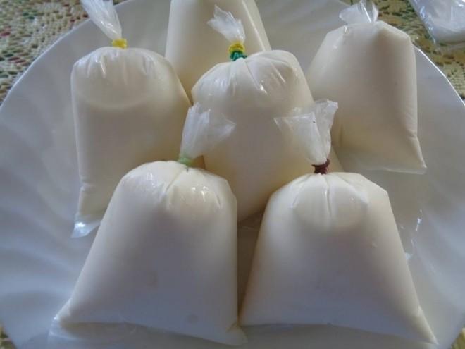 nước cốt dừa trong túi nilong