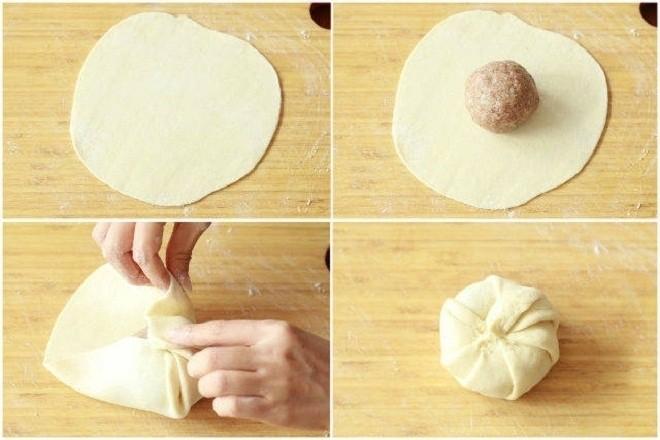 gấp bột theo mép để tạo hình đẹp mắt cho bánh