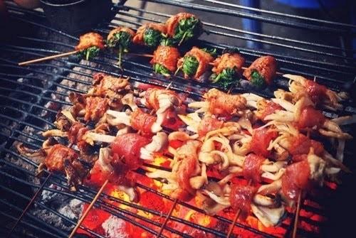 nướng thịt trên than hoa