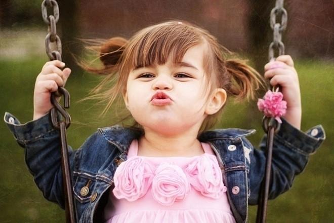 bé gái dễ thương