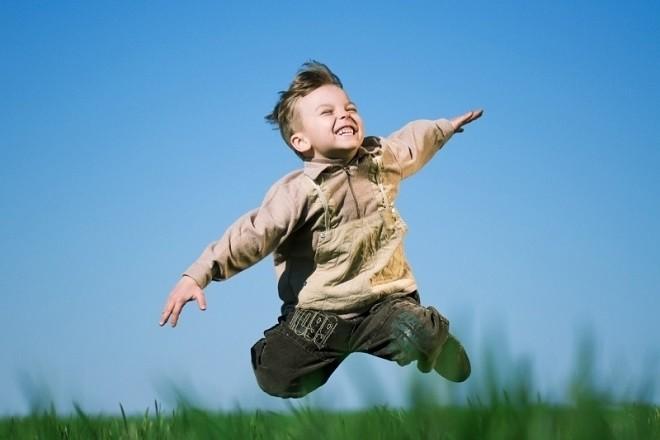 Lớn lên, bố mẹ mong con trai sẽ có chữ tín, mạnh mẽ.