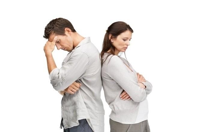 vợ chồng lo lắng không biết đặt tên con