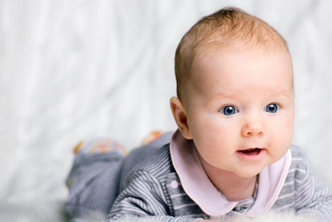 bé sơ sinh dễ thương