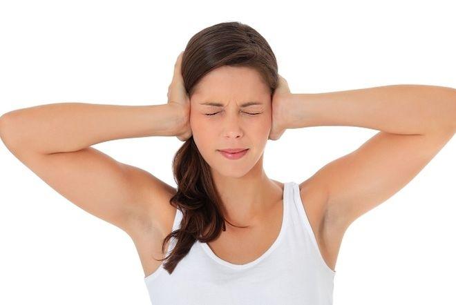 ép 2 tay massage tai