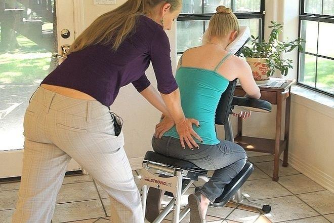 massage vùng lưng cho bà bầu