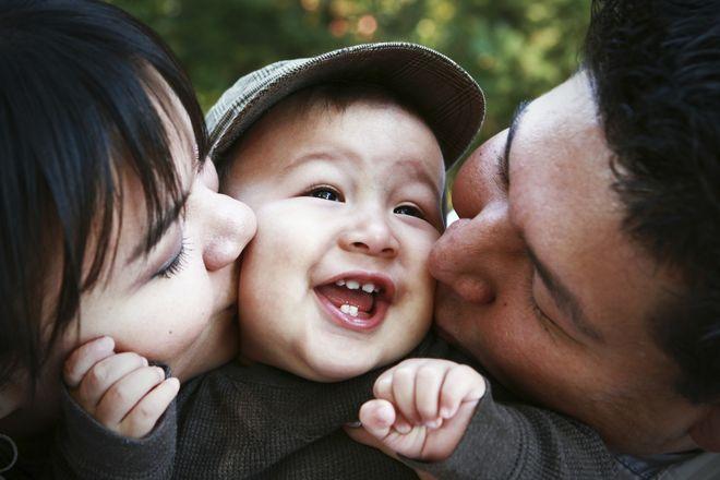bé trai và cha mẹ