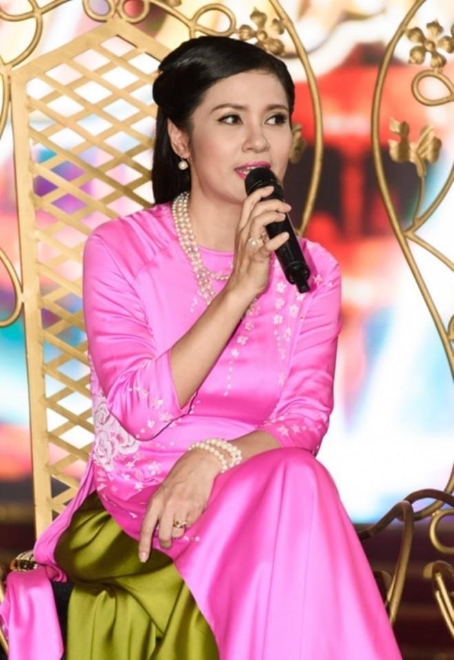 Việt Trinh, người mẹ đơn thân nổi tiếng của showbiz Việt