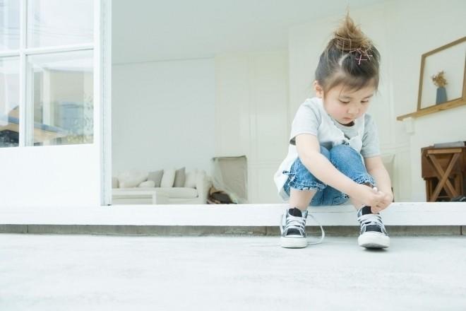 Trẻ tự mang giày