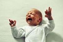 Bé sơ sinh bị táo bón và cách massage cải thiện hiệu quả