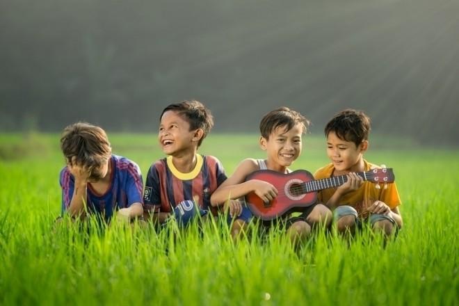 Trẻ hòa nhập với bạn bè