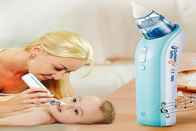 sử dụng máy hút mũi đúng cách bố mẹ sẽ giúp mũi bé thông thoáng dễ chịu tránh viêm nhiễm