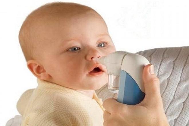 có nên mua máy hút mũi cho bé không là câu hỏi được rất nhiều bậc phụ huynh quan tâm