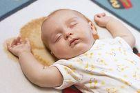 Rèn cho trẻ thói quen tự ngủ bằng cách... để mặc con khóc