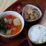 Chan canh vào cơm cho trẻ ăn: 4 tác hại không ngờ