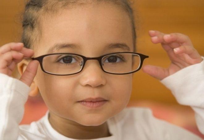 cận thị có thể di truyền cho con