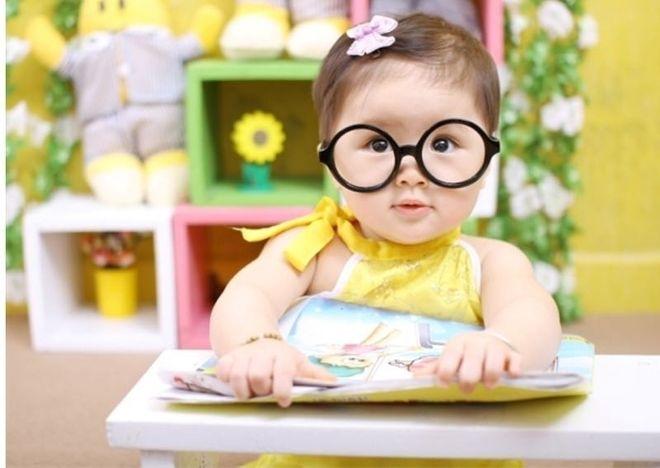 đeo kính chữa cận loạn thị